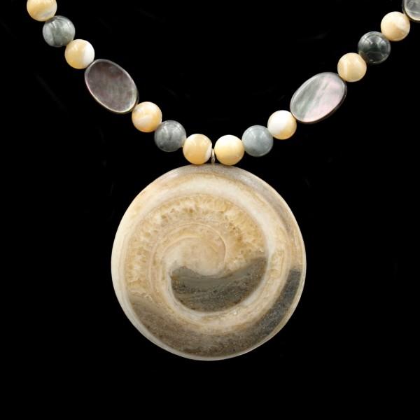 Fossile Schnecke Perlenkette - Handarbeit
