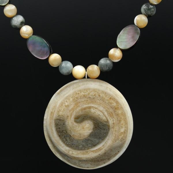 Perlenkette fossile Schnecke - Vorderseite