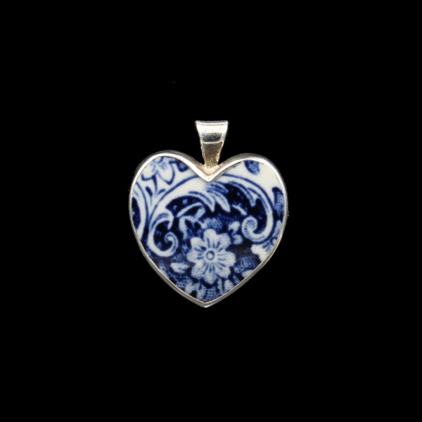 "British ""Old Willow"" Porcelain Pendant - Heart"