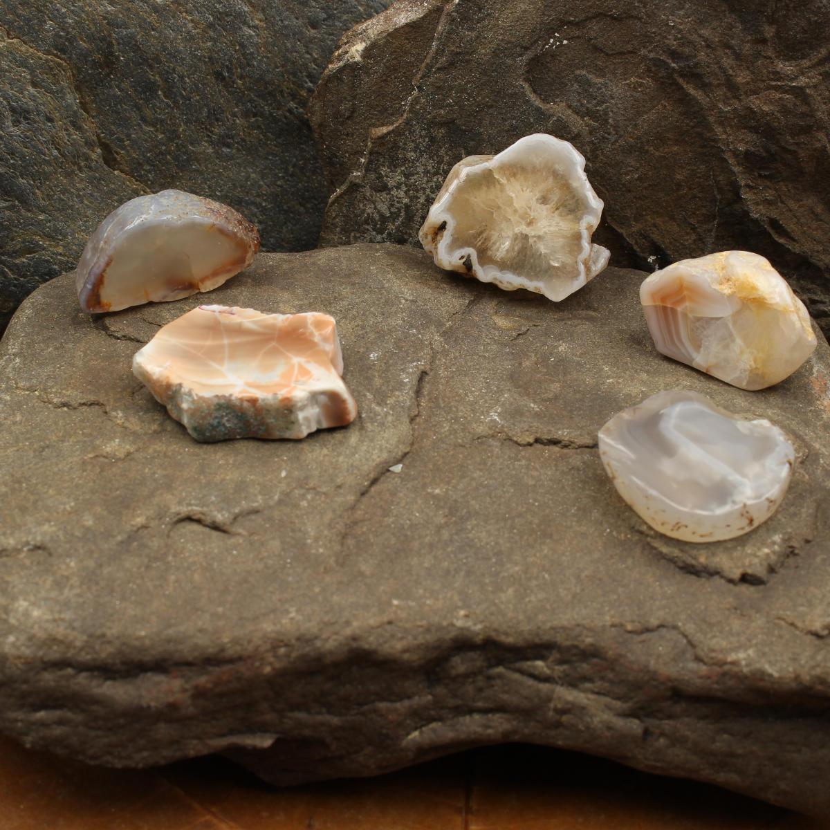 Trommelsteine aus schottischen Achaten