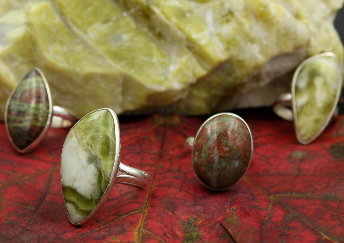 Ringe aus schottischem grünen Marmor und Lewisian